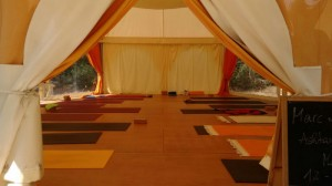 sala de yoga pequeno